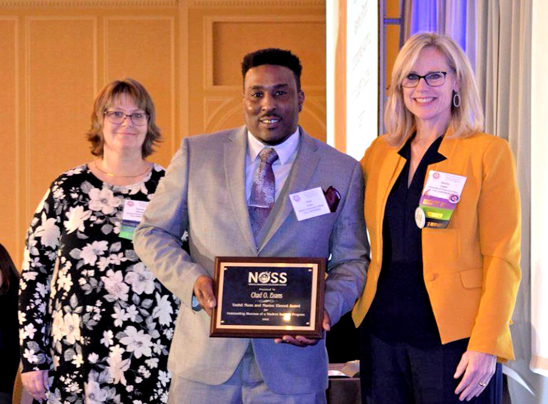Evans Receives National Outstanding Alumnus Award