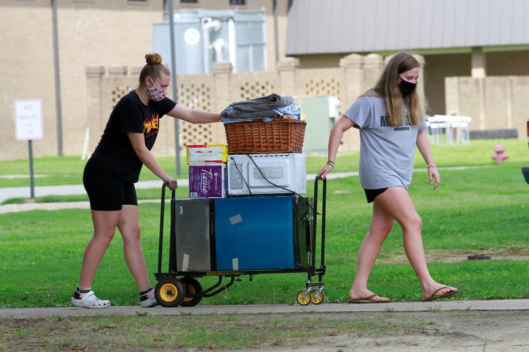 Students Return To UMO  [PHOTOS]