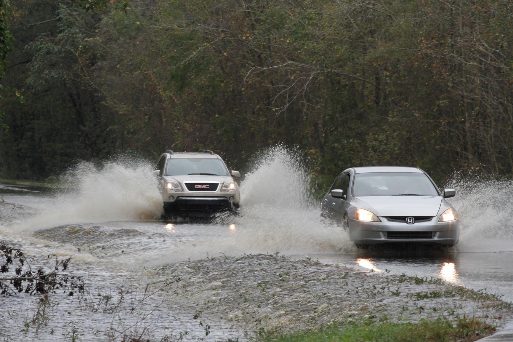 Drivers Tempt Fate On Water-Covered Roads (PHOTOS)