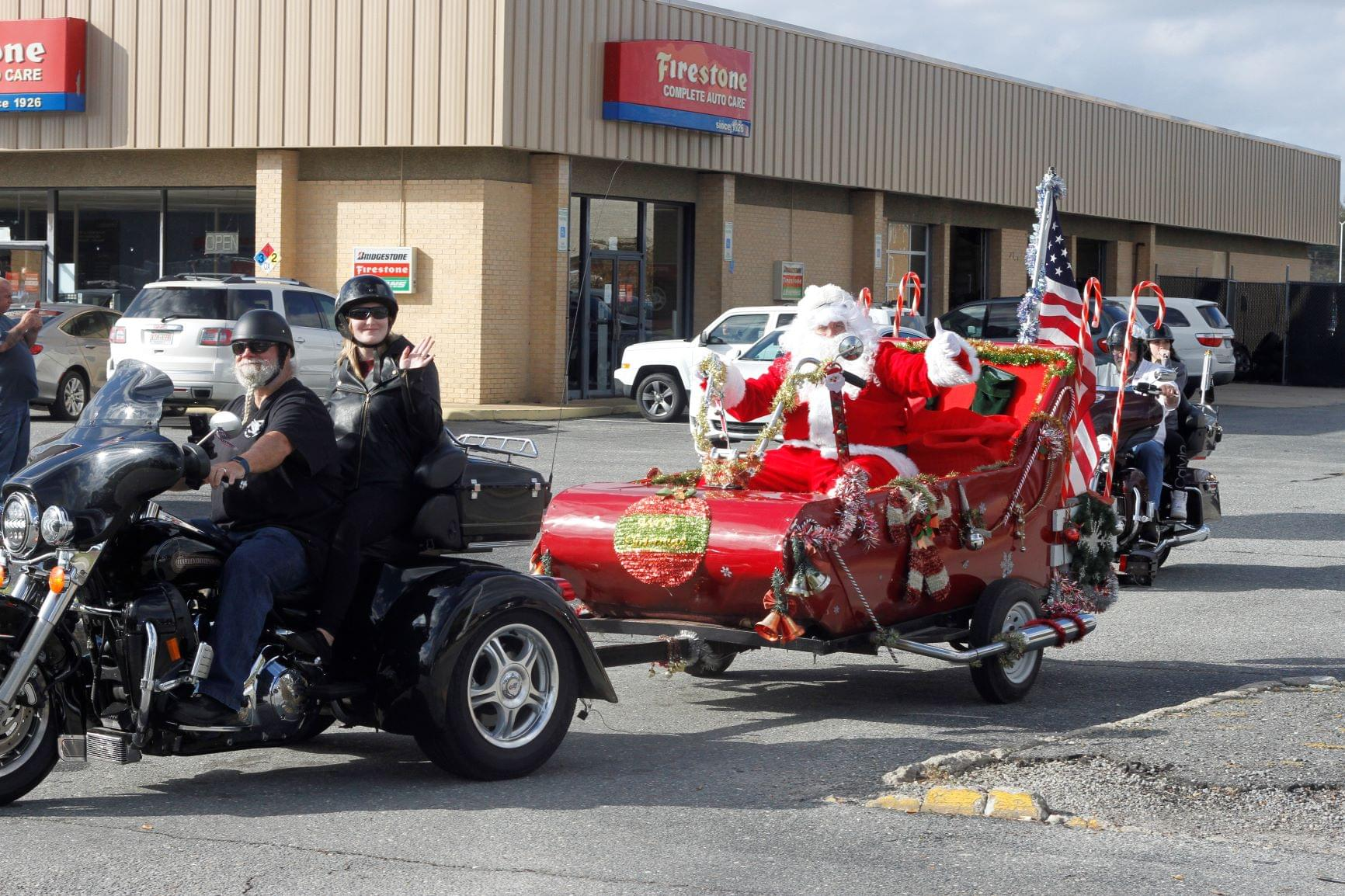 Motorcyclists Collect Toys For Local Kids (PHOTO GALLERY)