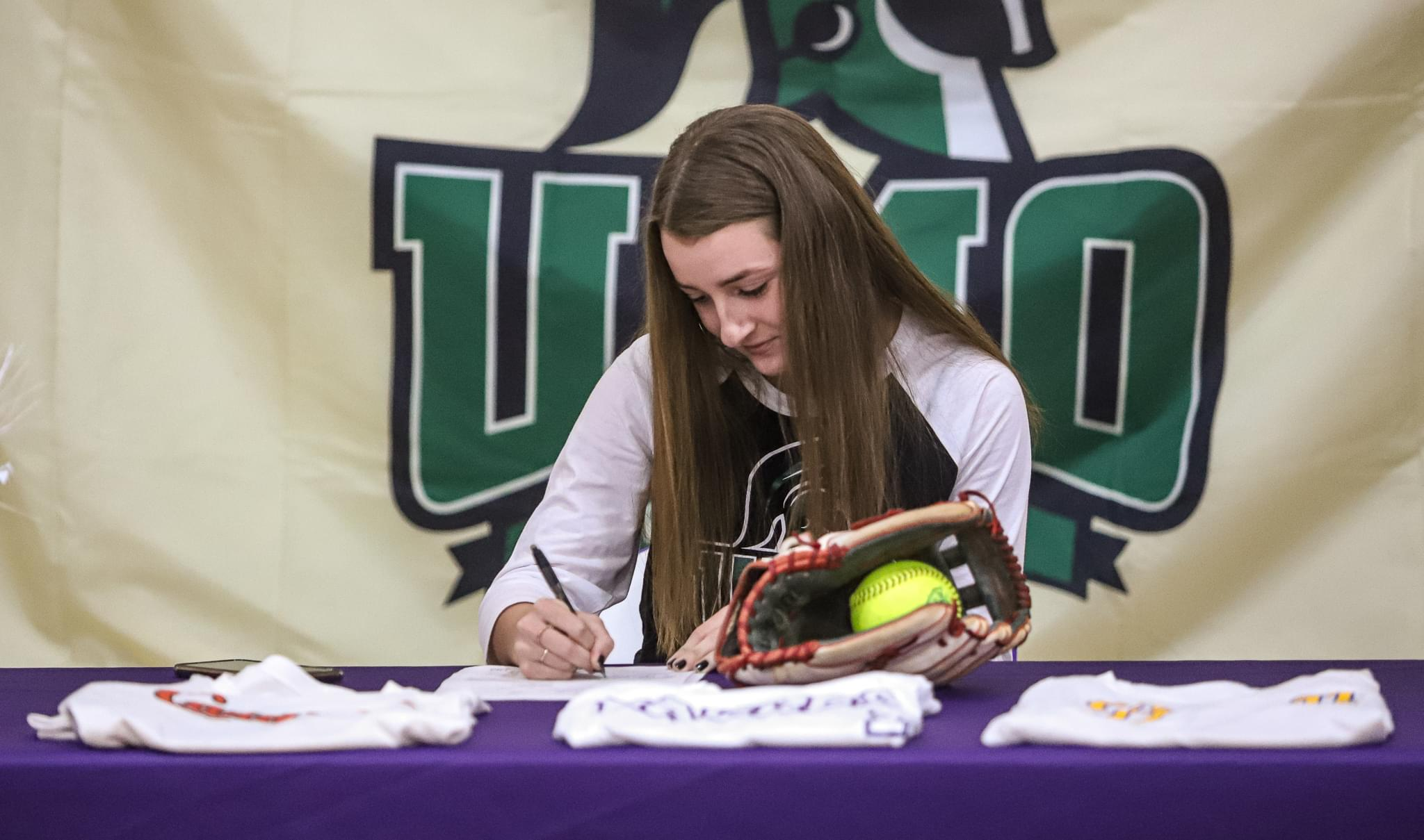 Rosewood's Alyssa Smothers Inks With UMO