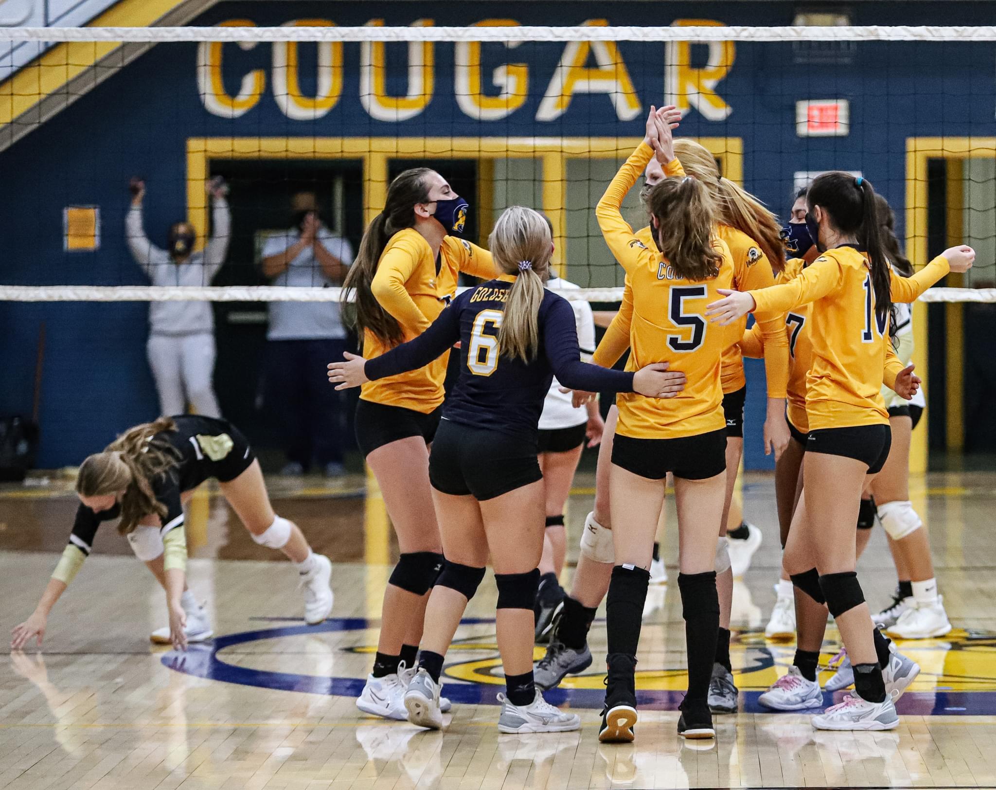 Volleyball: Goldsboro Wins Thriller Versus Clinton (PHOTO GALLERY)