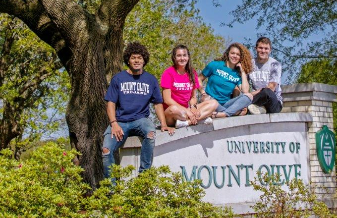 Duplin & Mount Olive Students Urged To Apply For Scholarship Money