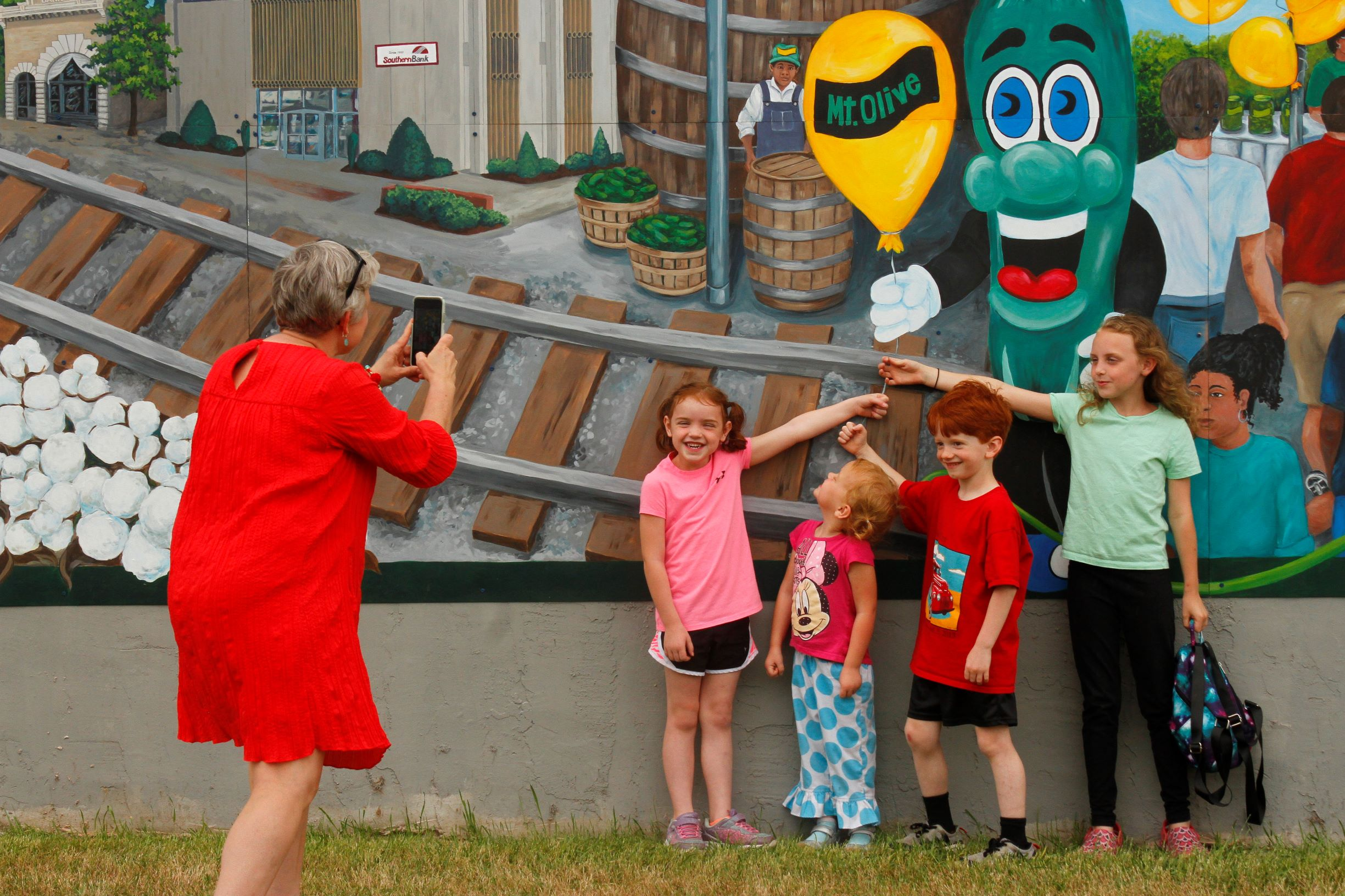 Mount Olive Unveils New Town Mural (PHOTO GALLERY)