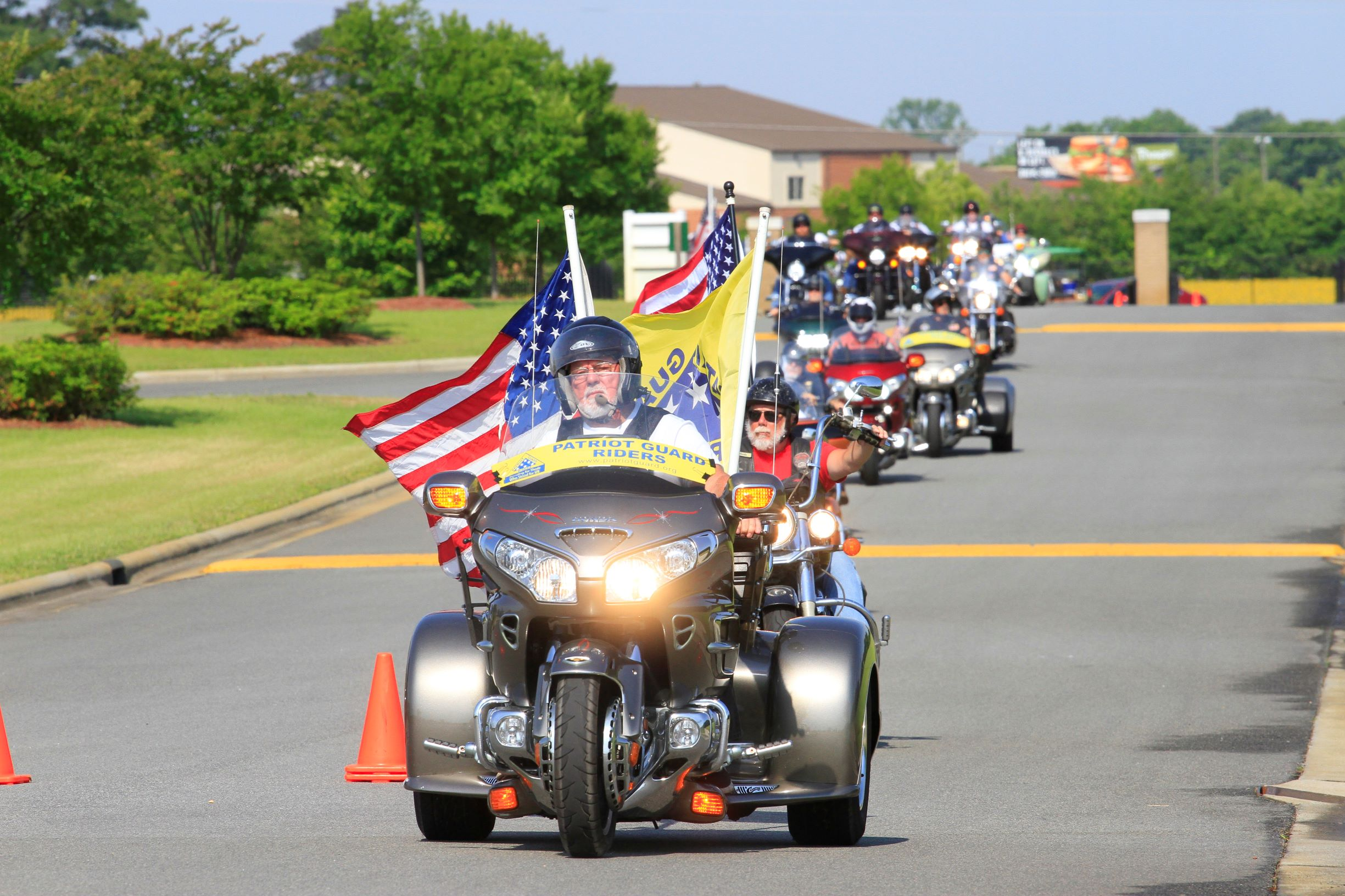 Patriot Guard Riders Accompany USAF Veteran To Final Resting Place (PHOTOS)