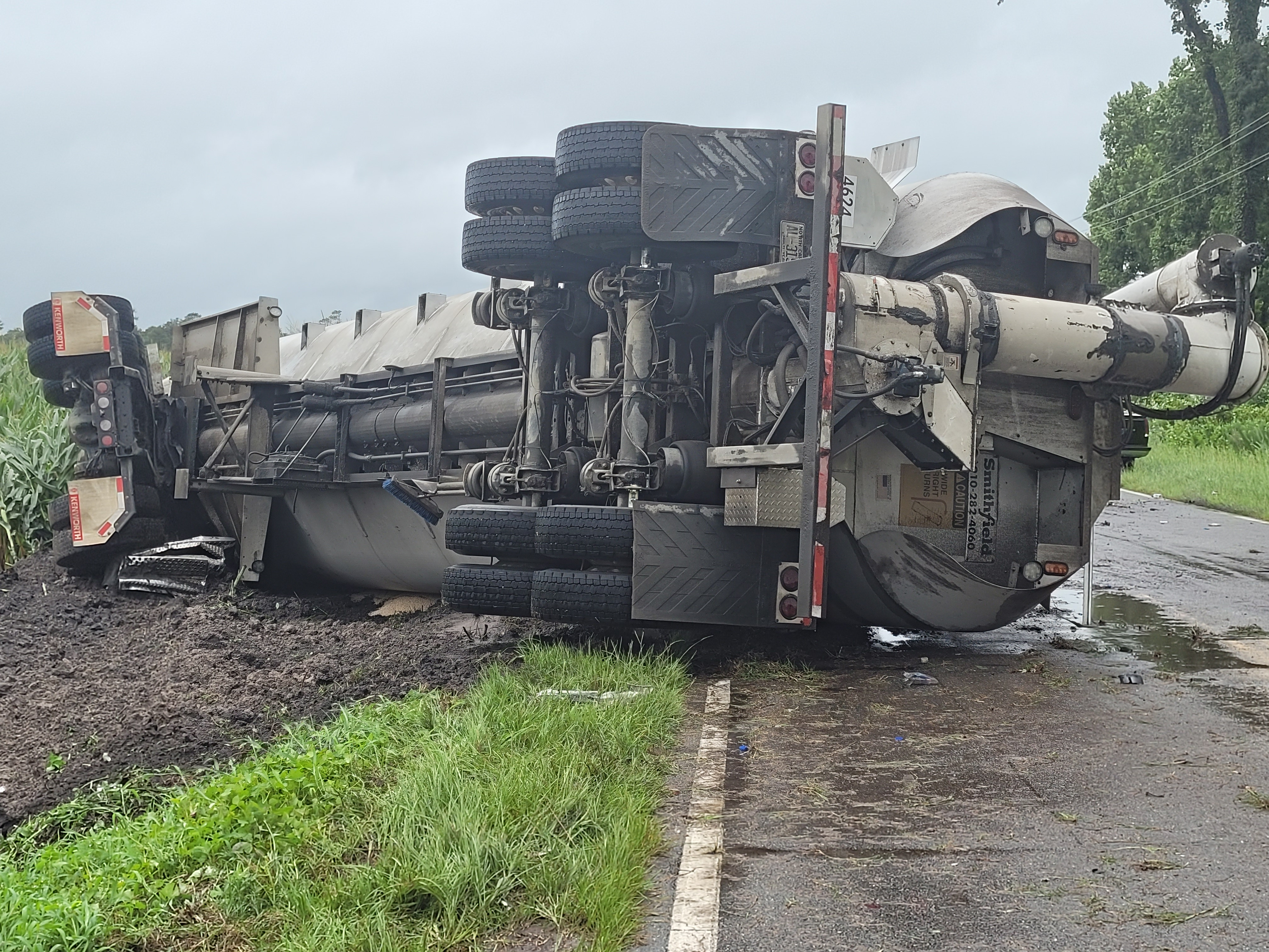 Duplin County Road Closed Due To Overturned Semi