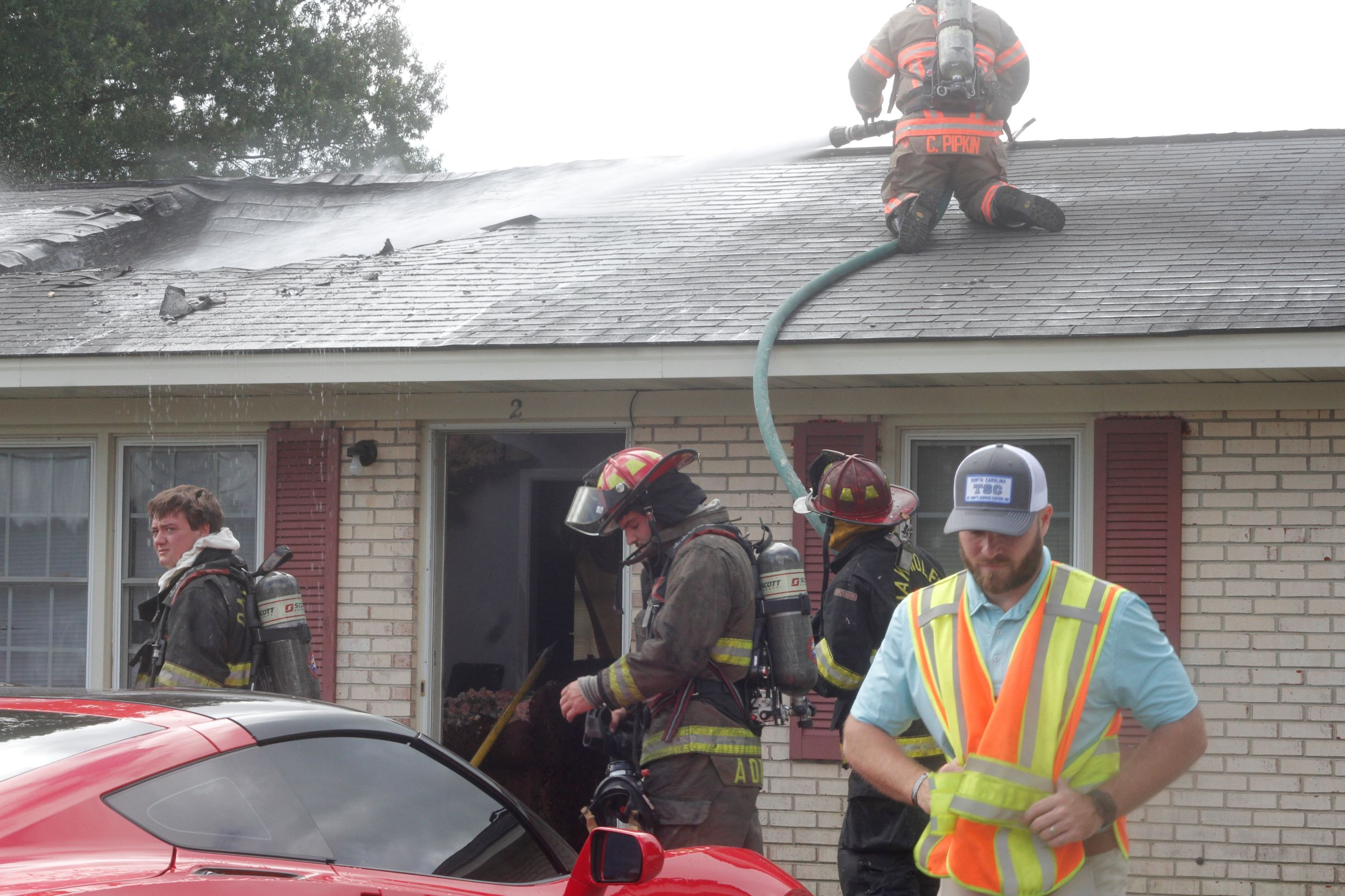 Apartment Fire Leaves Residents Without A Home (PHOTO GALLERY)