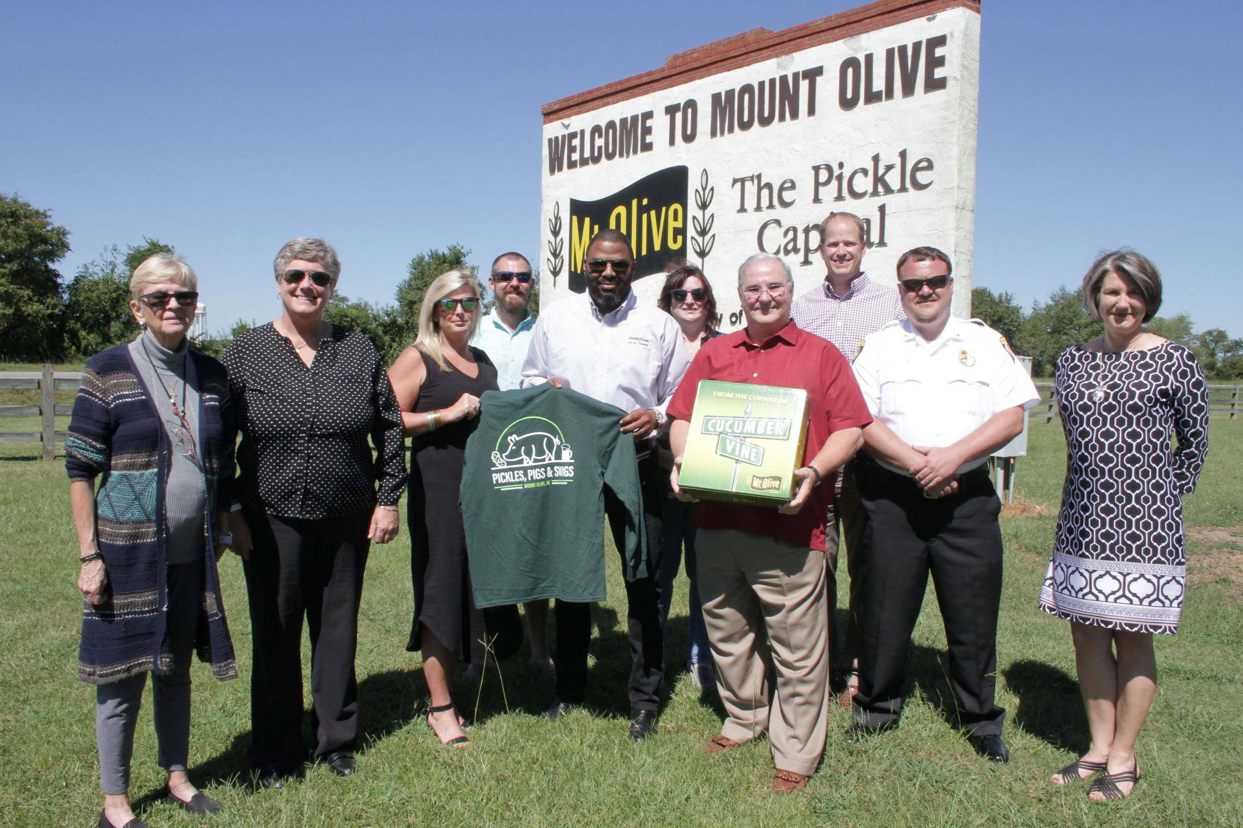 Smithfield Foods Makes Donation For Pickles, Pigs & Swigs