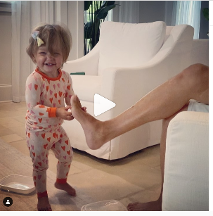The Adorable Daughter of Jason Aldean Discovers Her Dads Ticklish Spot In New Video