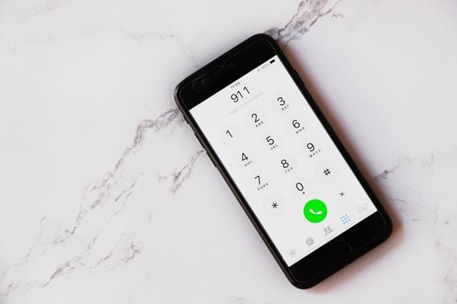 black-smartphone-displaying-911-2733667