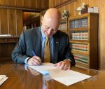 Gov. Ricketts Signs Legislation to Protect Good Samaritans Rescuing Children From Locked Cars