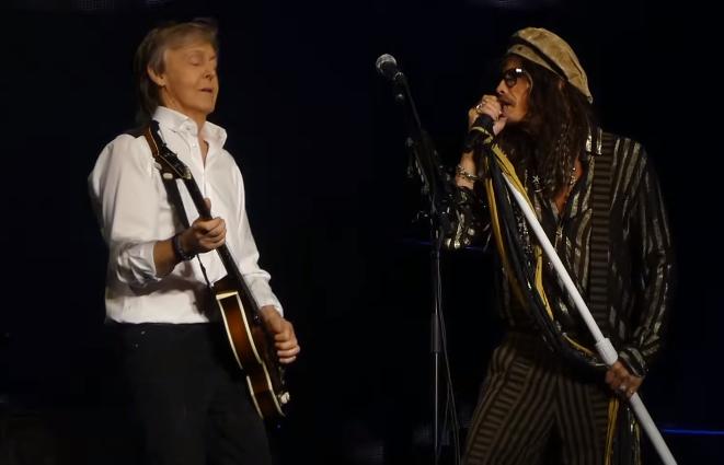 """Steven Tyler Joins Paul McCartney On Stage For """"Helter Skelter"""""""