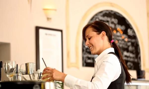 Restaurant Workers Reveal Things That Diners Do To Annoy Them