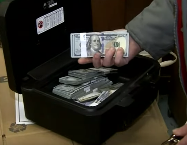 A Guy Found Over $43,000 in a Second-Hand Couch and Returned the Money