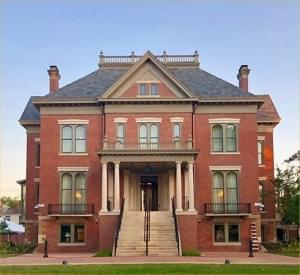 Thousands visit Illinois governor mansion after renovations