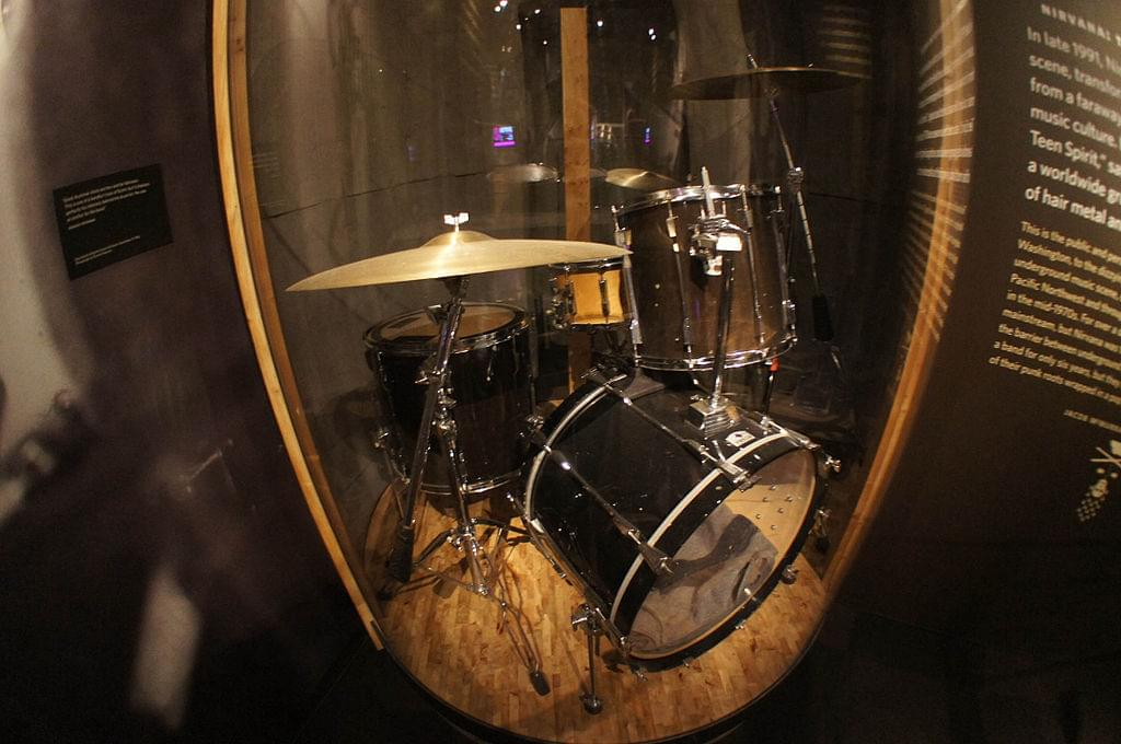 1024px-EMP,_Seattle_-_Dave_Grohl_Drums_(9659460564)