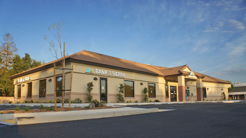 A gala ribbon cutting for Bank of the Sierra