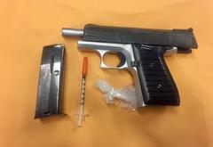 Deputies make arrest of Bakersfield man on firearms, drug possesion