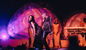 RIHANNA AND DRAKE REALLY WORKED IT ON STAGE!