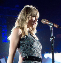 """See Taylor Swift Perform """"Betty"""" at ACM Awards"""