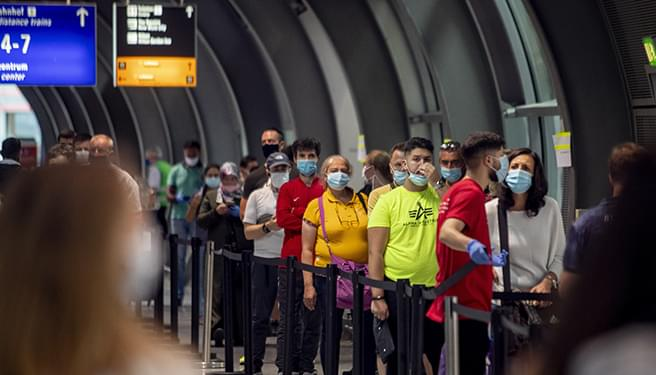 A Guy Who's Flown 33 Times During the Pandemic Has Tips on How to Stay Safe