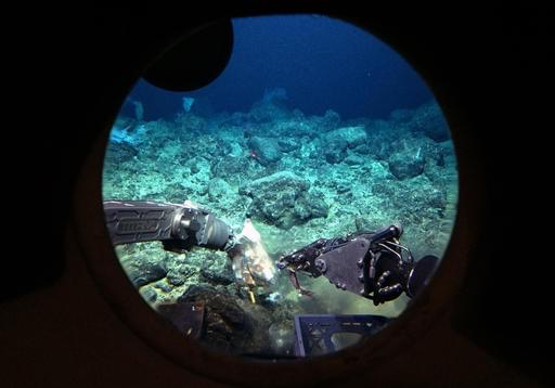 """A Ponzi Scheme Suspect Tries to Get Away Underwater by Using a Handheld """"Seascooter"""""""