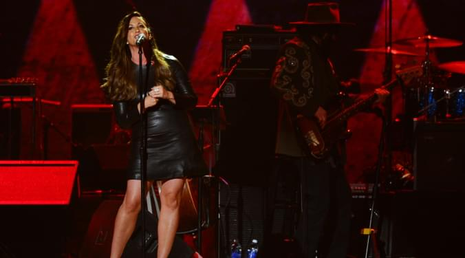 Alanis looks back at Classic album | Kevin Machado |