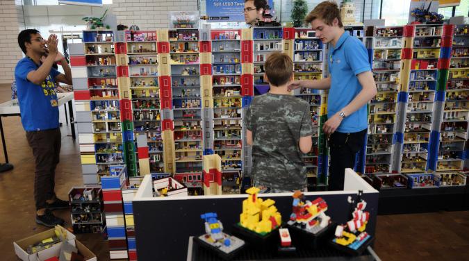 Lego goes Titanic | Vic Slick |