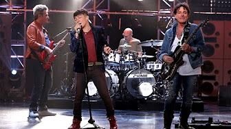 Journey Performs 'Open Arms'