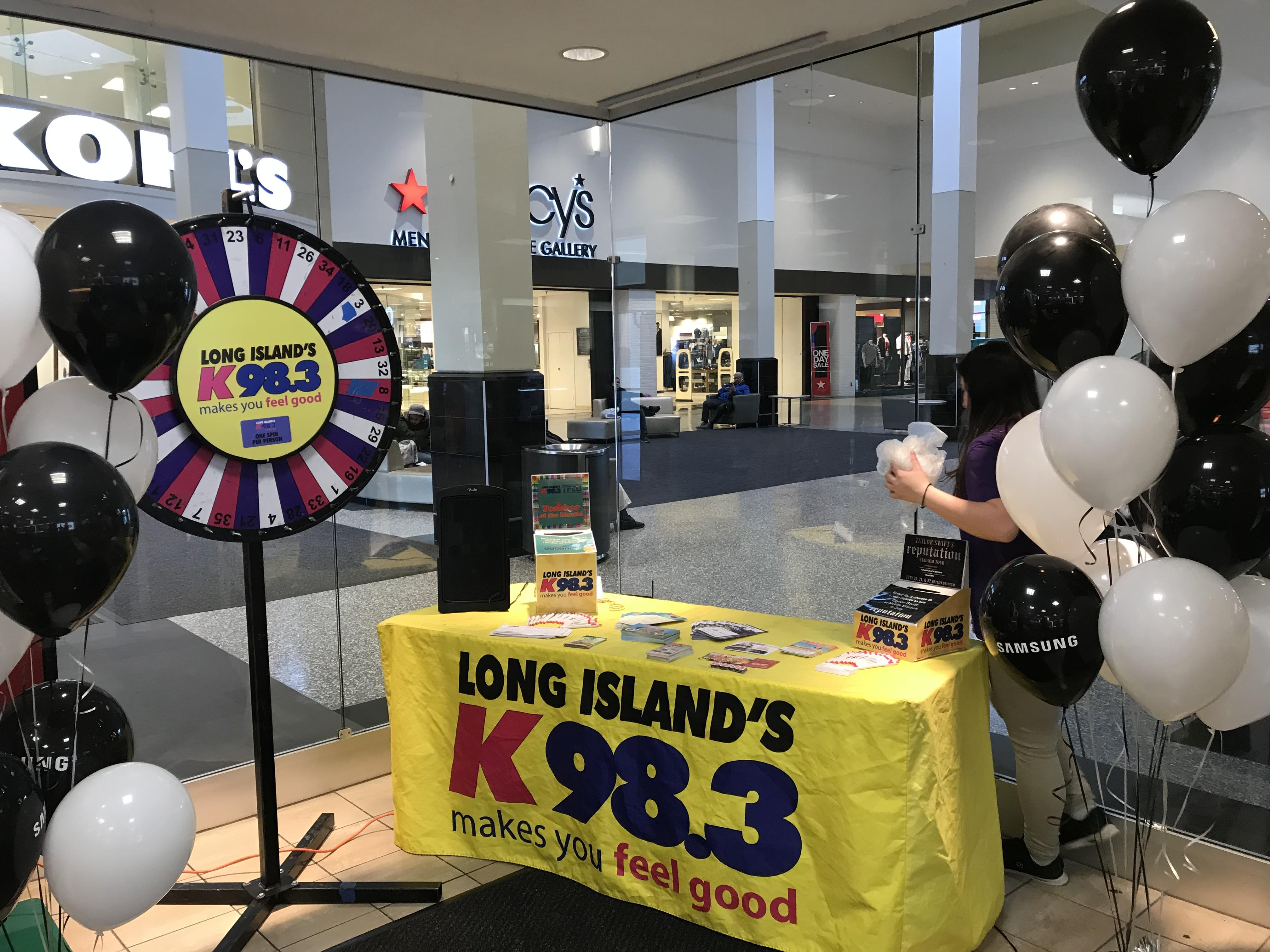 K-98.3 at the AT&T Store in the Green Acres Mall