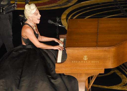 Lady Gaga Sings Sinatra in Surprise Performance!!!