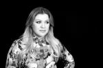 WATCH: Kelly Clarkson Sings Whitney!