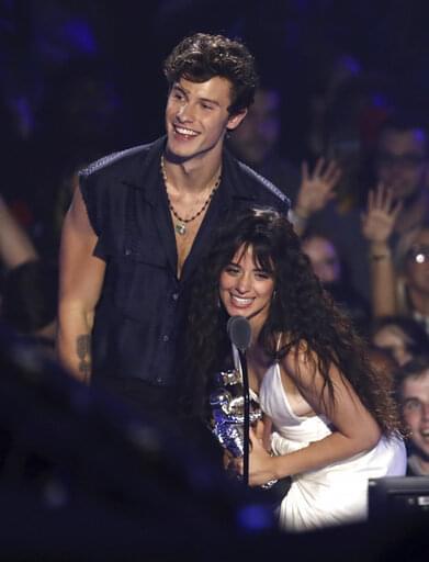 Shawn & Camila Kiss!
