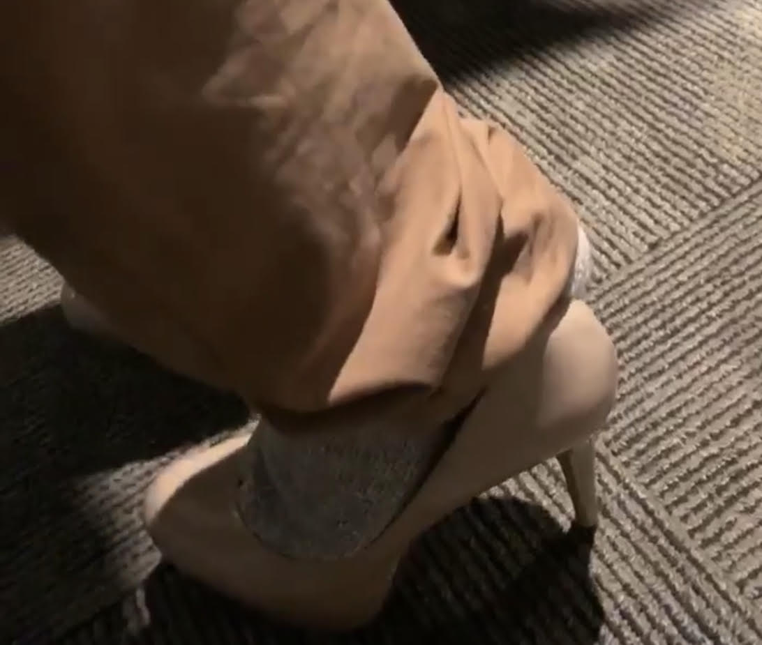60 Seconds Behind the Scenes- Walking a mile in Anna's heels