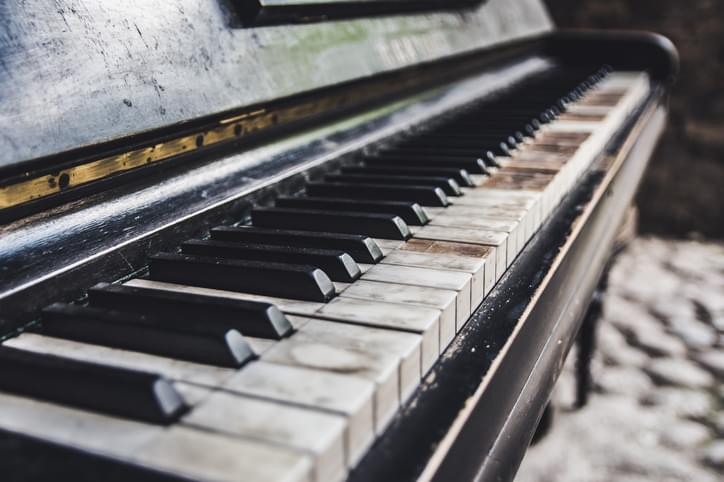 Tell Me Something Good: Billy Joel Plays Old Piano He Found On The Side Of The Street