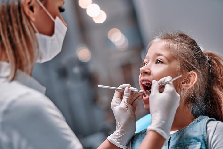 Viewed oral hygiene. Child to the dentist.