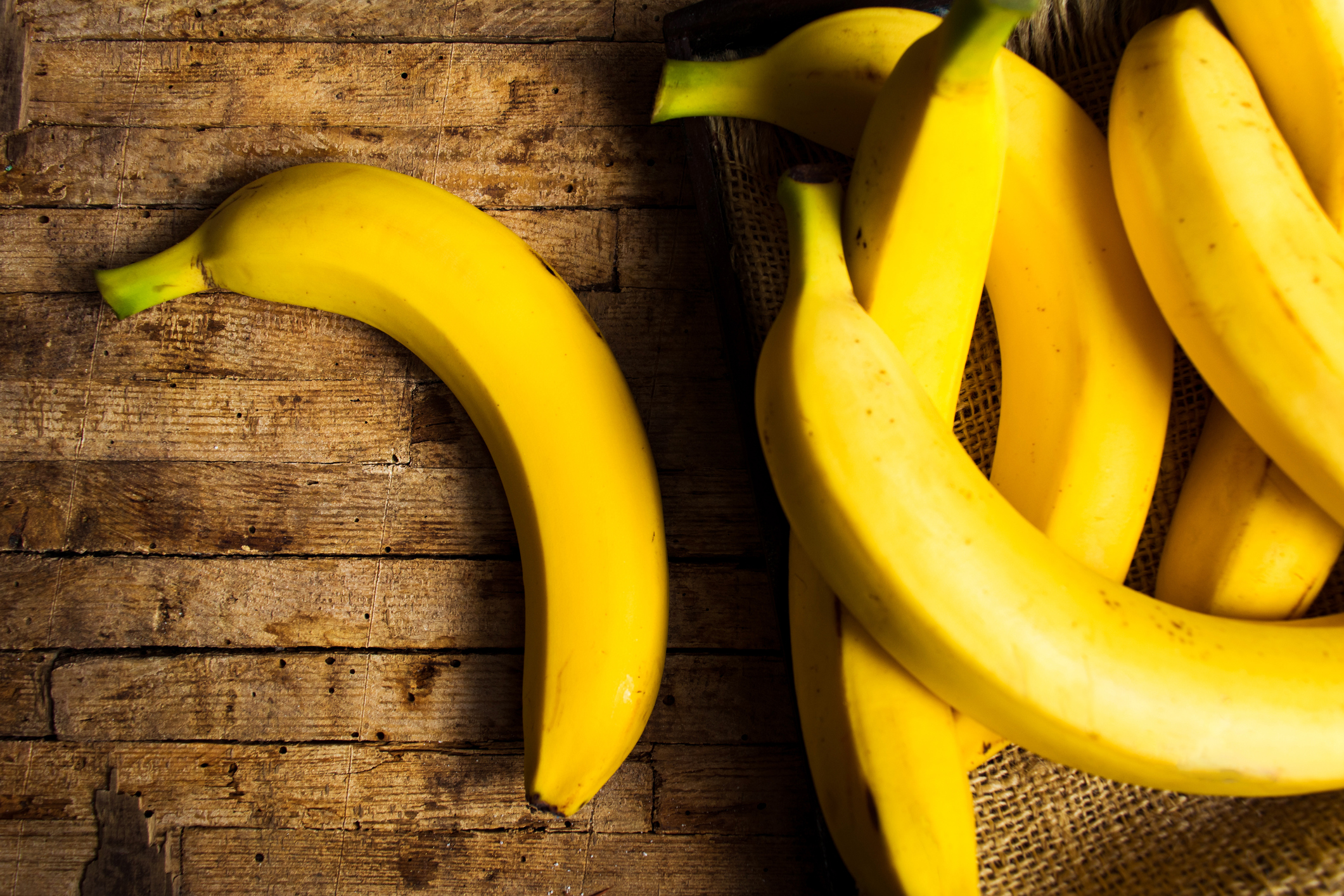 Anna & Raven Breakdown Ways To Keep Your Bananas Fresh For A Longer Time