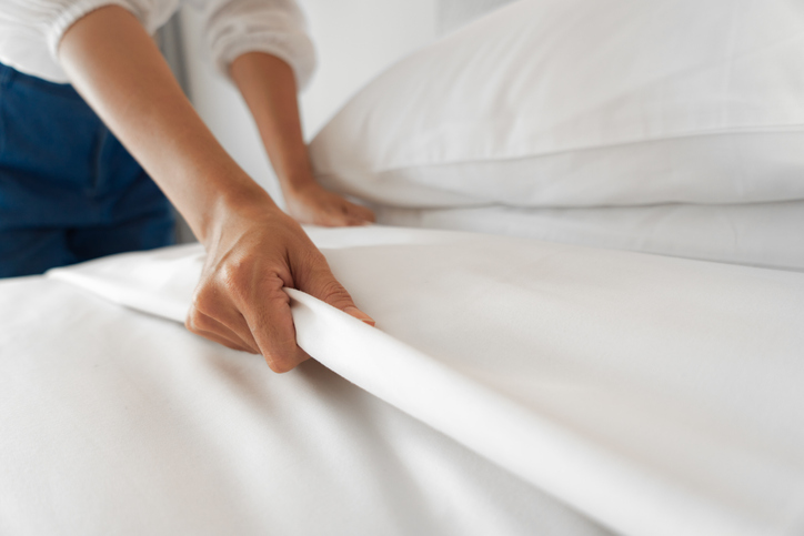 MUDANE MYSTERIES: Why are hotel towel and sheets always white?