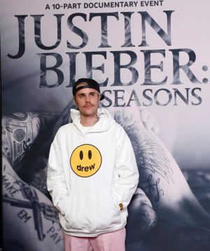 """Singer Bieber poses at the premiere for the documentary television series """"Justin Bieber: Seasons"""" in Los Angeles"""