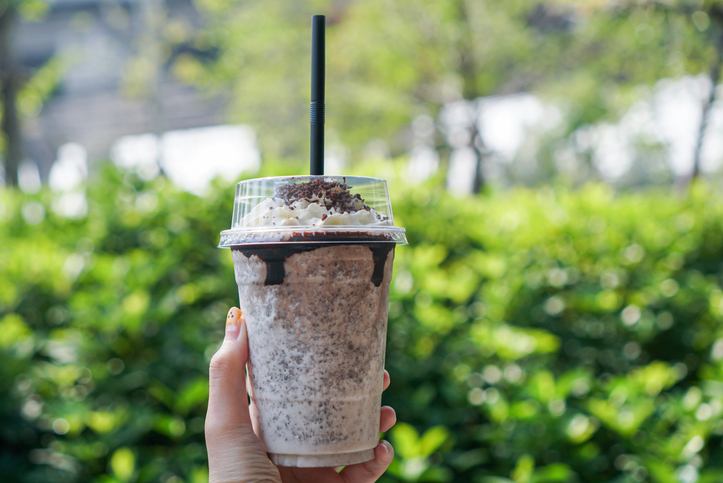 SHOOTING STARS COUNTDOWN Friday September 24th: Walker Hayes Tries To Take His Oreo Shake To Number 1