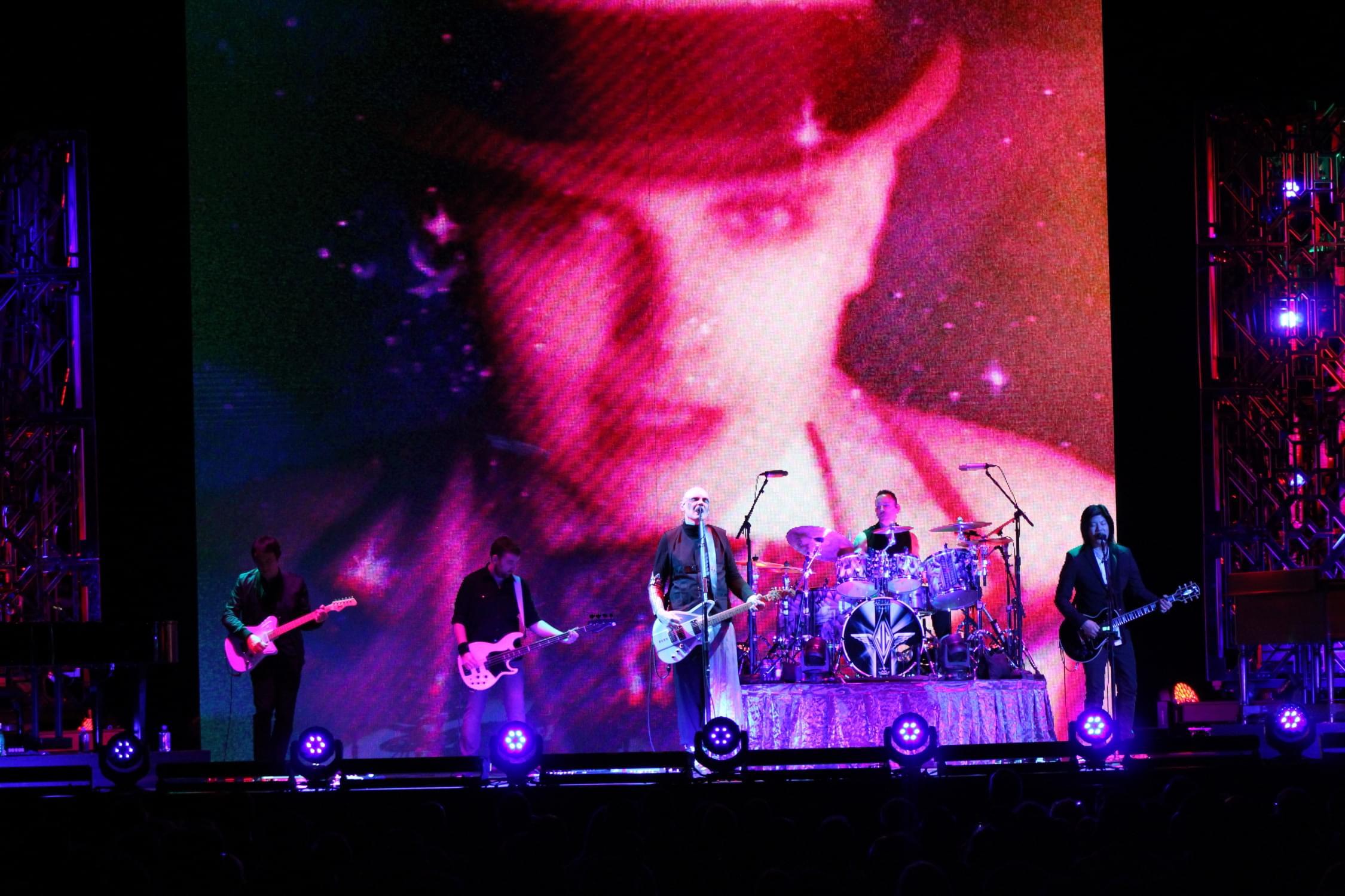 Smashing Pumpkins at Mohegan Sun Arena 07/29/18 – Concert Photos by Drew Carrano