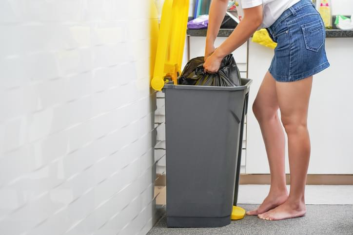 Morning Hack 10/6/2020 Un-Suction Your Garbage Bag!