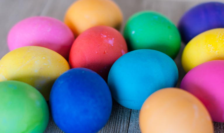 Morning Hack 3/29/2021 Easiest Way For Kids To Color Eggs!