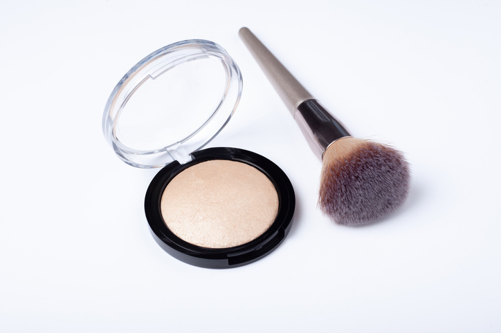 Morning Hack 8/20/2021 Clean Your Makeup Brush!! Please!! It's Easy!