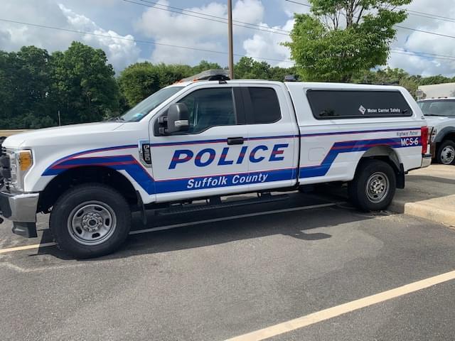 Man shot Thursday night at gas station on Sunrise Highway