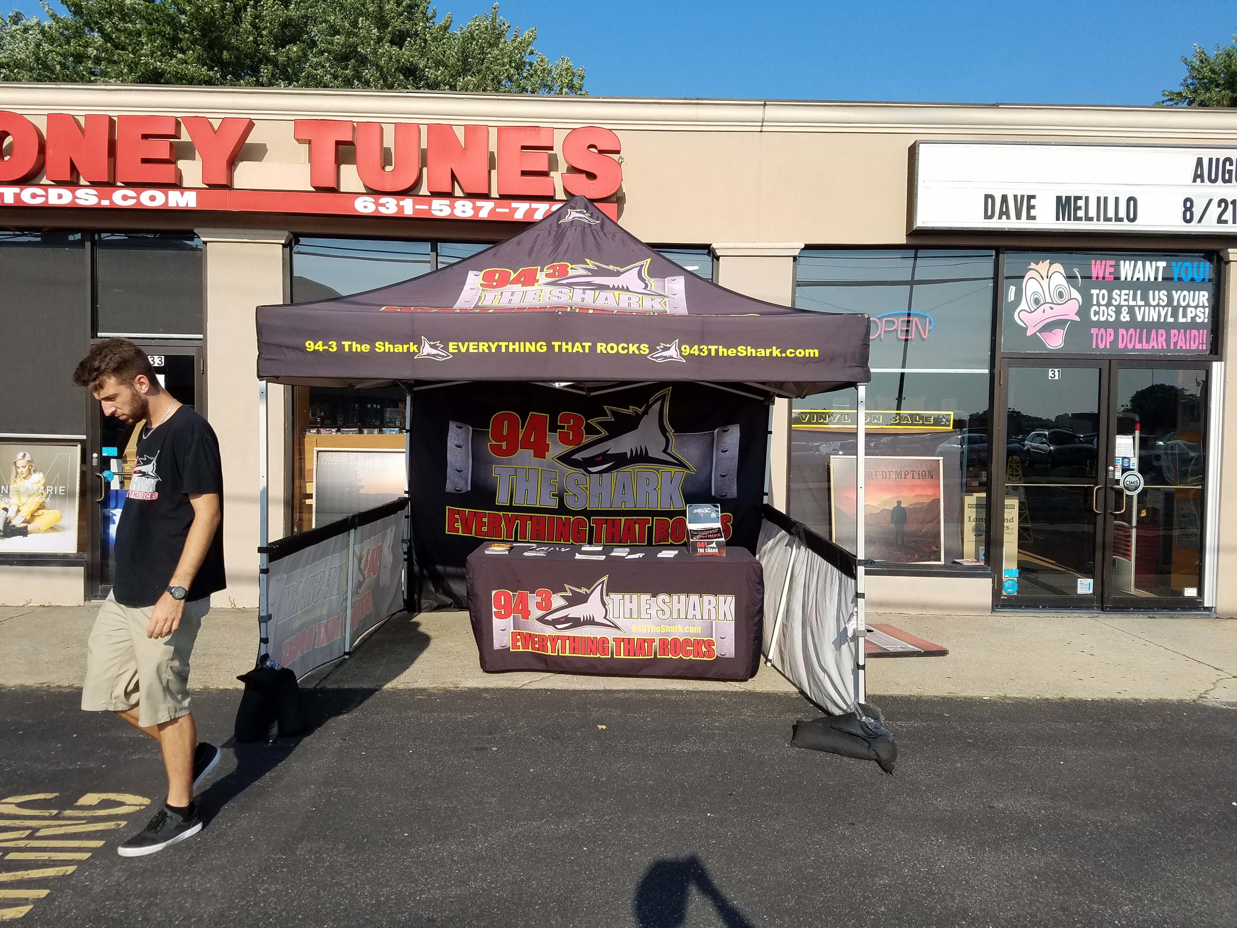 94.3 The Shark at Looney Tunes with Dee Snyder