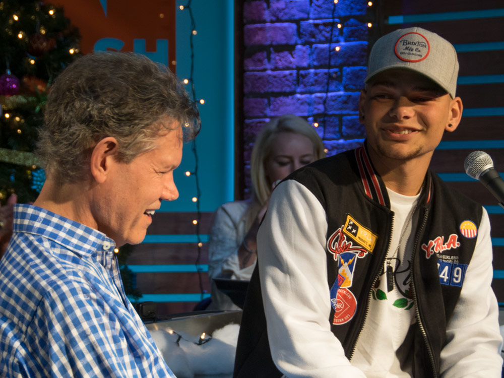 """Epic Surprise! Randy Travis Shocks Kane Brown With Visit During Live Performance of """"Three Wooden Crosses"""""""