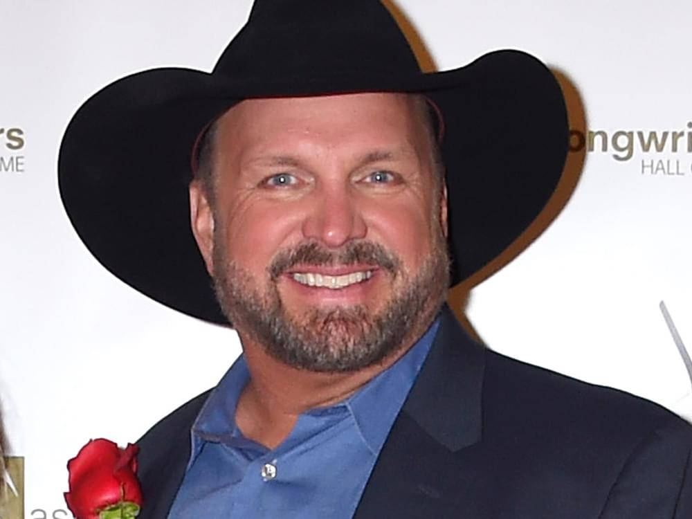 "Garth Brooks Reveals Fifth Stop on ""Dive Bar Tour"""