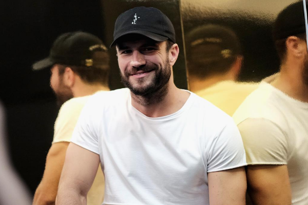 "Sam Hunt Posts Cover Of Garth Brooks' ""What She's Doing Now"" [LISTEN]"
