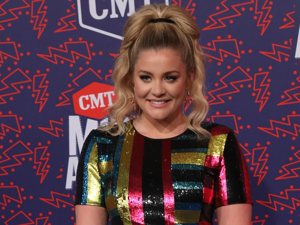 """Lauren Alaina Reschedules """"That Girl Was Me Tour"""" for 2020"""